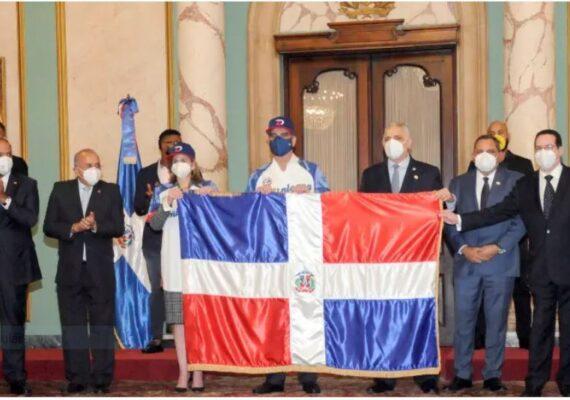 Presidente Luis Abinader despide al equipo campeón Águilas Cibaeña  que participará en la Serie del Caribe en México