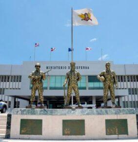 Ministerio de Defensa felicita a los profesionales del micrófono; resalta trayectoria de Osvaldo Cespeda