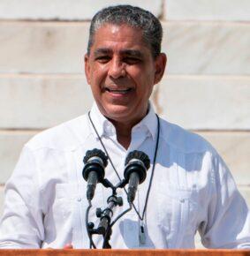Congresista  Espaillat dice restaurantes, camiones y carritos de comida pueden solicitar ayuda directa