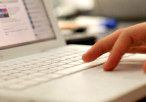 Nuevo apagón de internet paraliza brevemente servicios de bancos y aerolíneas
